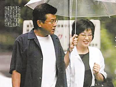 年轻时的模样,山口百惠和丈夫三浦友和的身材都有些发福.-钱江晚图片