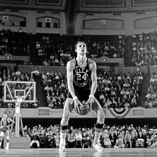 里克·巴里可谓是NBA的传奇巨星,他是前火箭队员琼·巴...