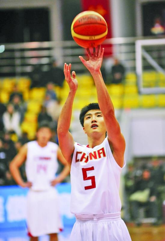 善投三分的罗智去年还入选过中国男篮二队 CFP供图