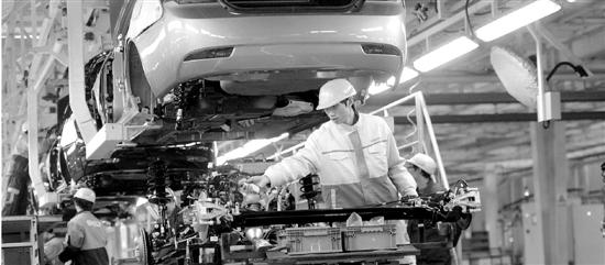 吉利汽车杭州湾基地正在批量生产帝豪轿车,帝豪EC7已出口到包括埃高清图片